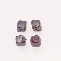 Perle en verre forme cube 7x7mm couleur chocolat brillant (x 4)
