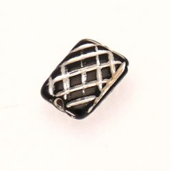 Perle en verre forme rectangle 21x16mm strié couleur noir et filets argent (x 1)